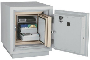 SafesStore.co.uk | Specialist in Safes. We deliver FireKing Datasafe DM 1413-3 free.